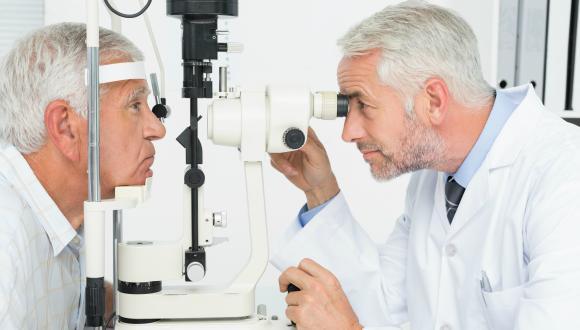 Opthamologist